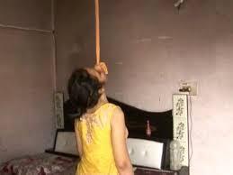Photo of पत्नी घर वापस लौटी तो इस हालत में मिली  डॉक्टर पति की लास